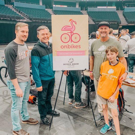 Buddy Brew Coffee Collab regala bicicletas a los niños necesitados